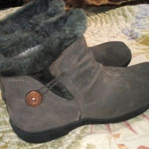 Bare Traps sz8 women's suede boots/new